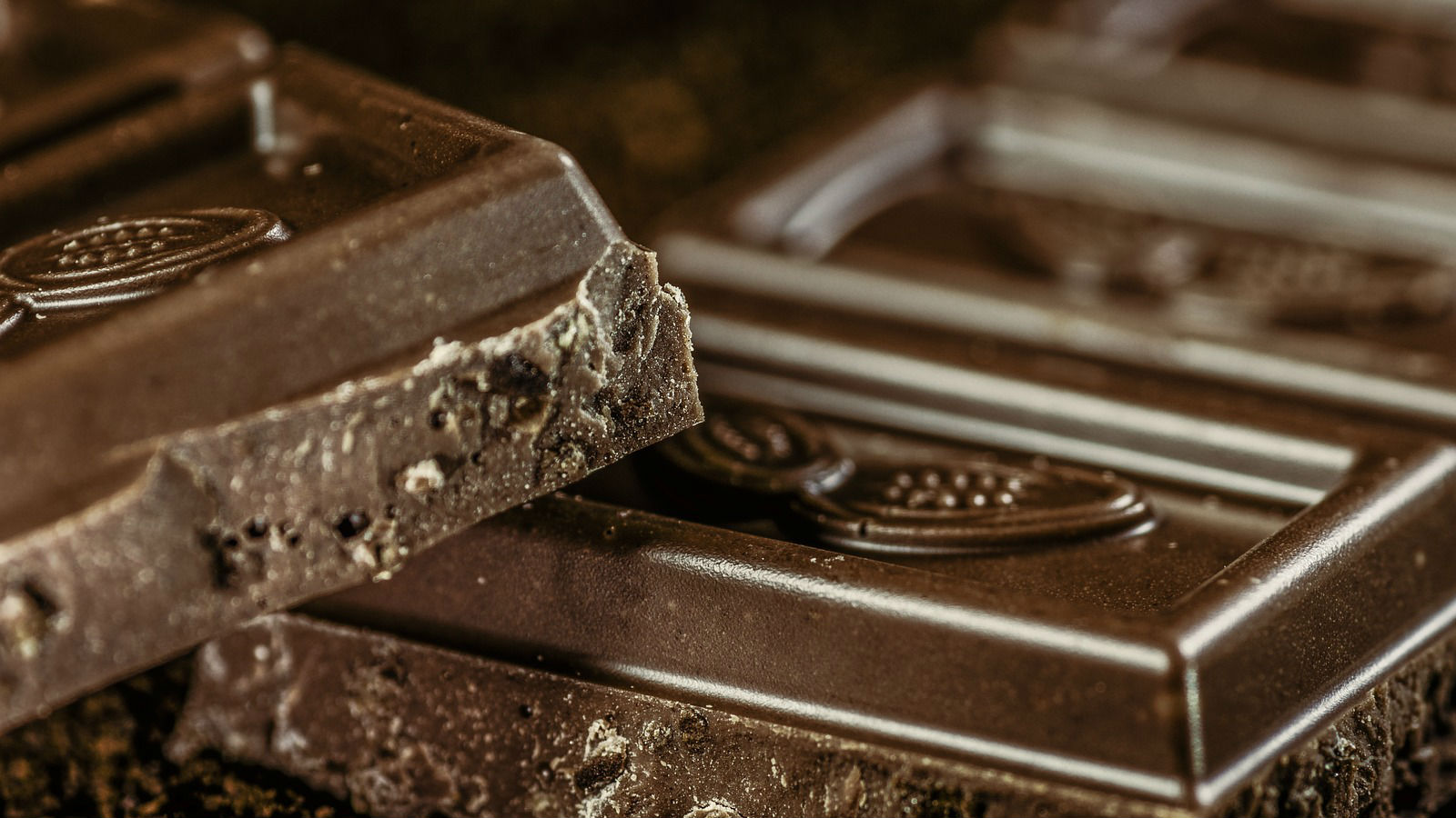 Vino y chocolate: delicias para un corazón sano