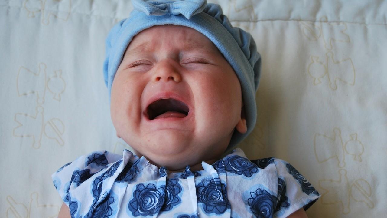Creo que mi bebé tiene dolor de encías, ¿qué hago?