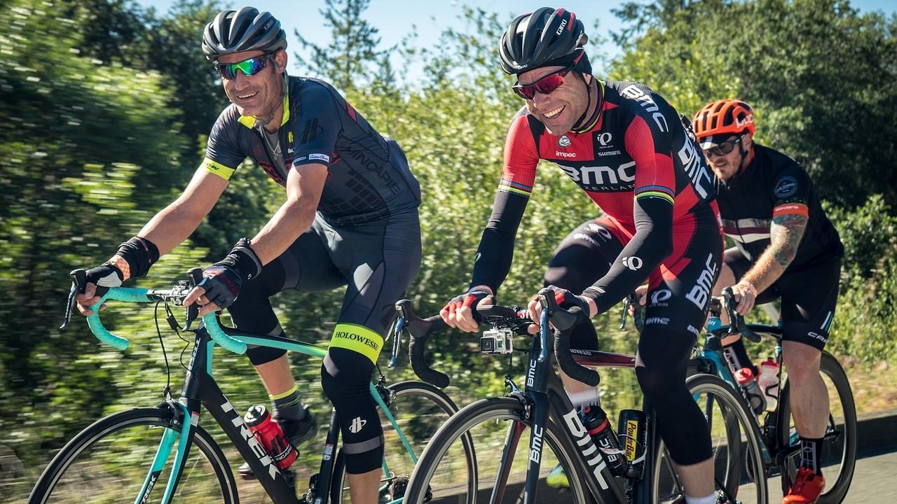 Si te gusta montar en bicicleta, ¡no olvides el casco!