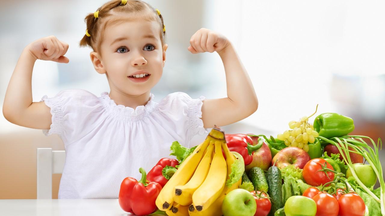 Las frutas y las verduras cuidan al corazón desde que somos niños