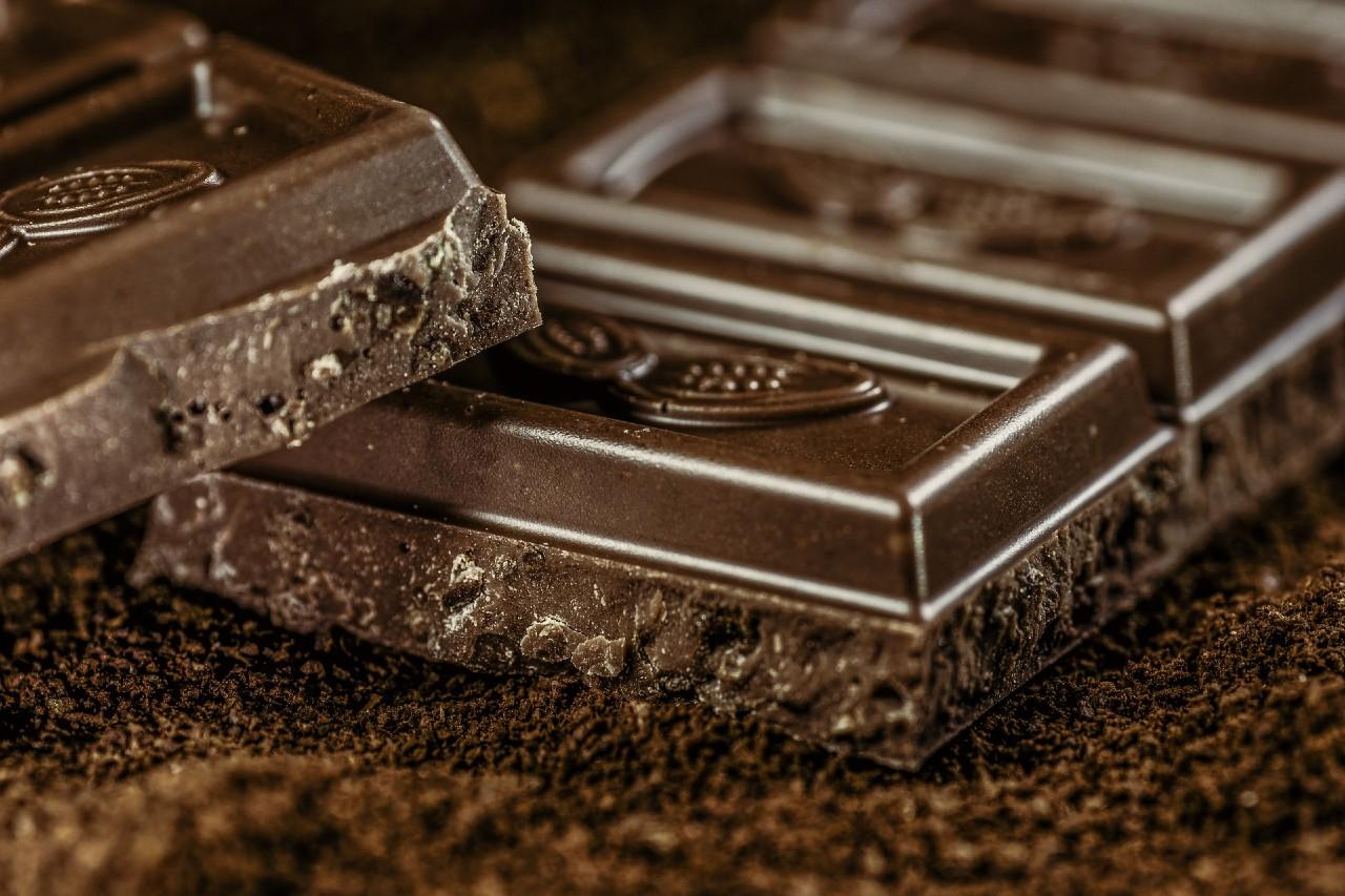 ¿Cuál chocolate es bueno para la salud (en pequeña cantidad)?