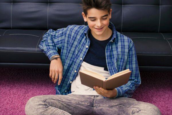 Los adolescentes que leen son más alegres