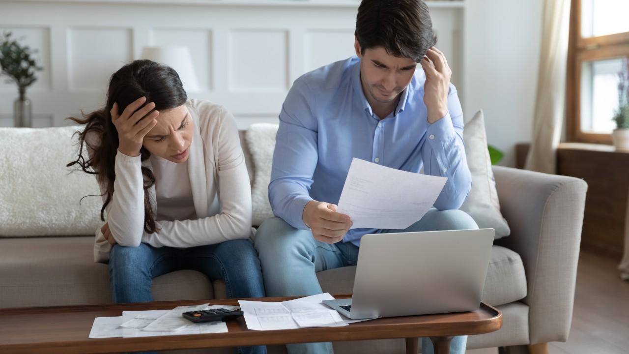 Los problemas con la economía del hogar podrían contribuir a la mala salud