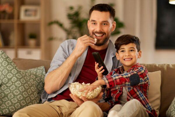 ¿Buscas una merienda (botana) saludable? Prueba las palomitas de maíz