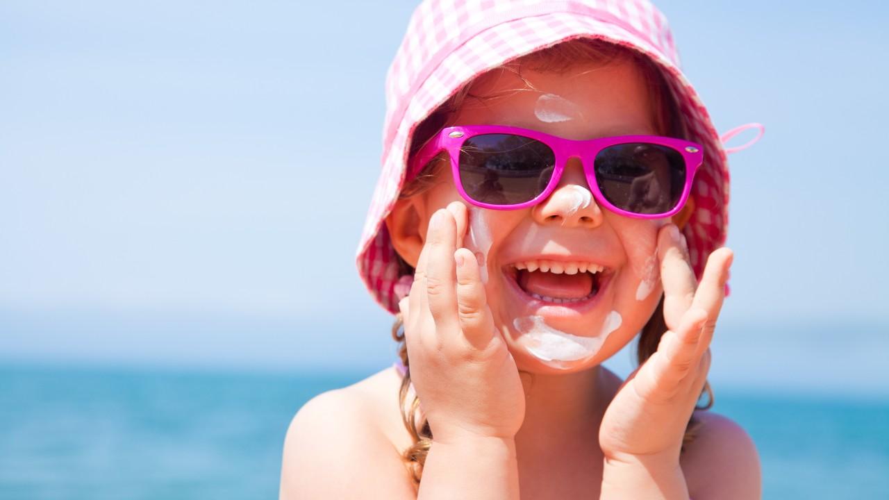 ¿Es aconsejable usar protector solar en la piel de tu bebé?
