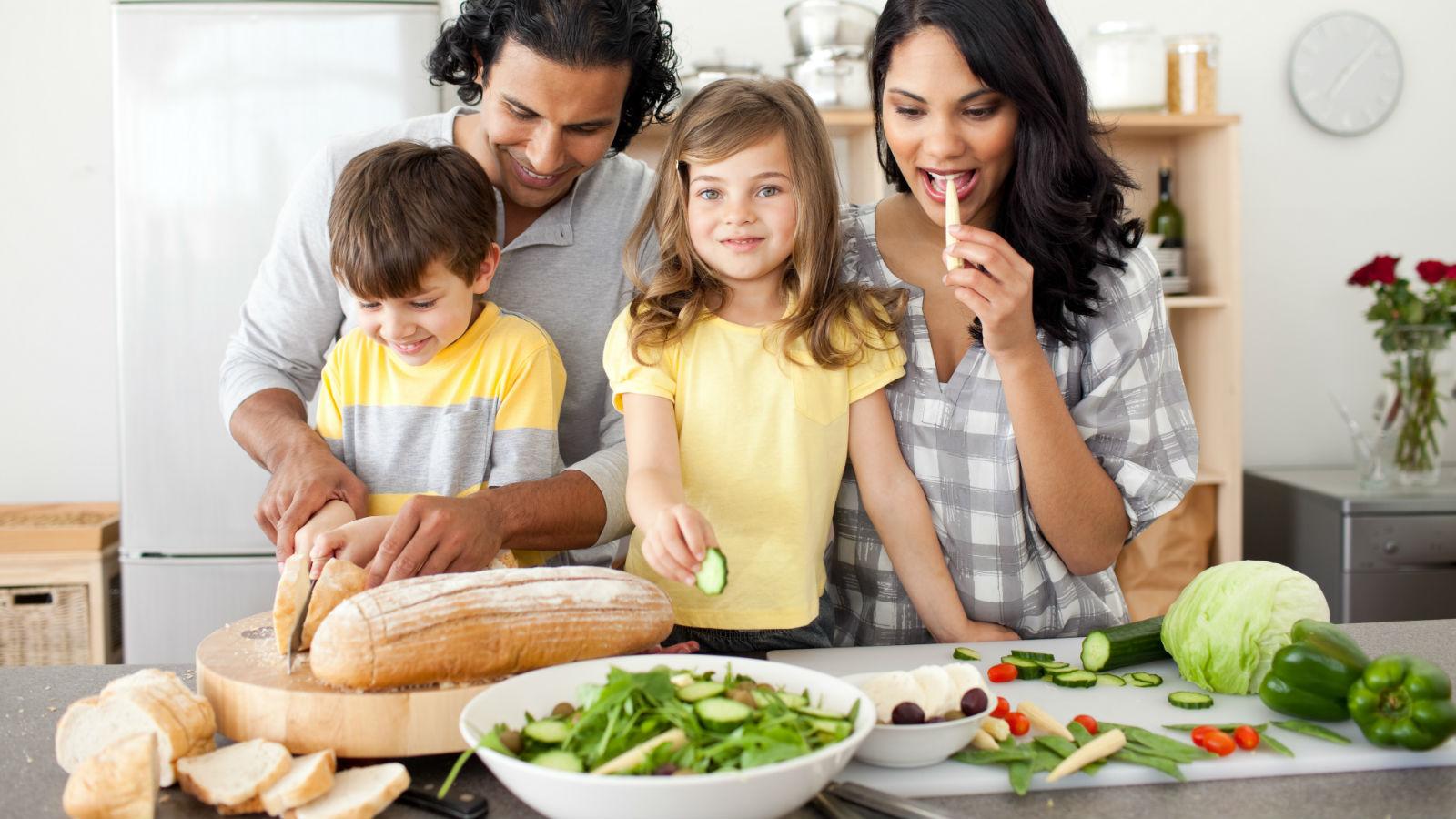 10 formas en que las comidas familiares benefician a la salud