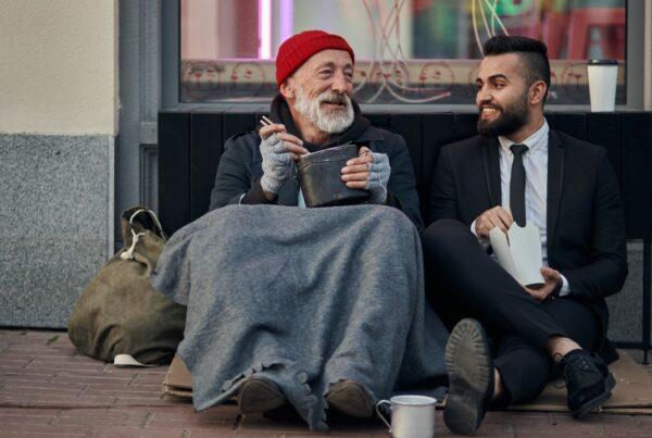 Para ser feliz, es mejor ser generoso que tener mucho dinero