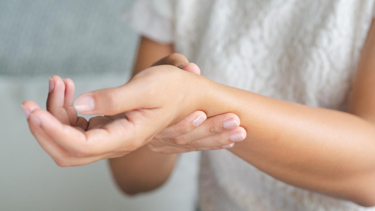 Tus manos necesitan ejercicio: 9 movimientos para combatir la osteoartritis