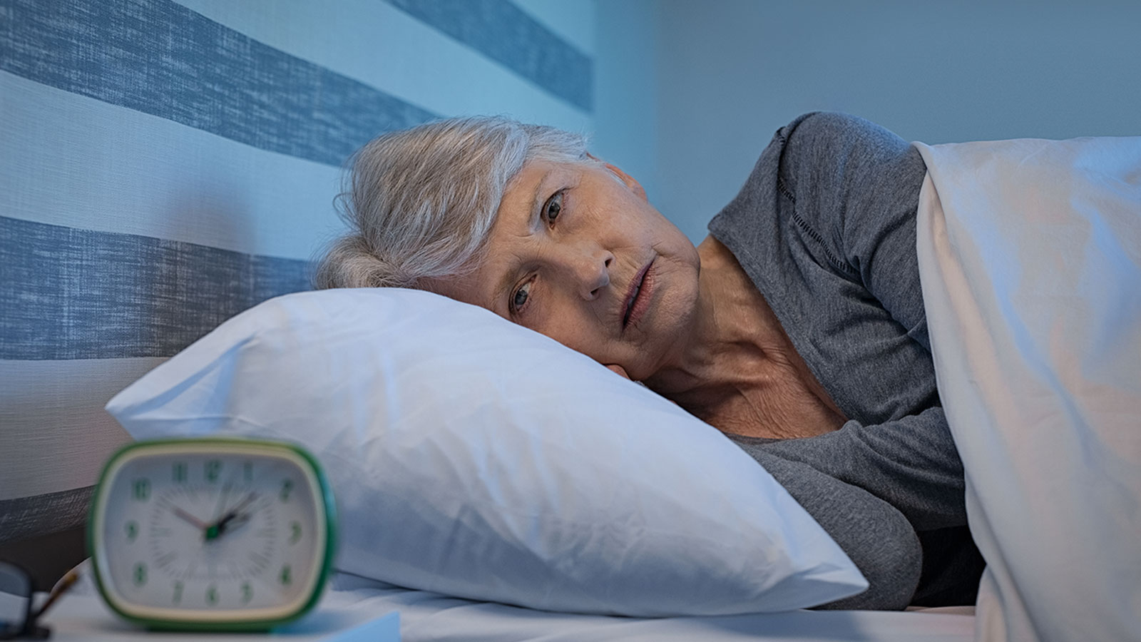 Dormir mal podría ser una señal temprana de Alzheimer