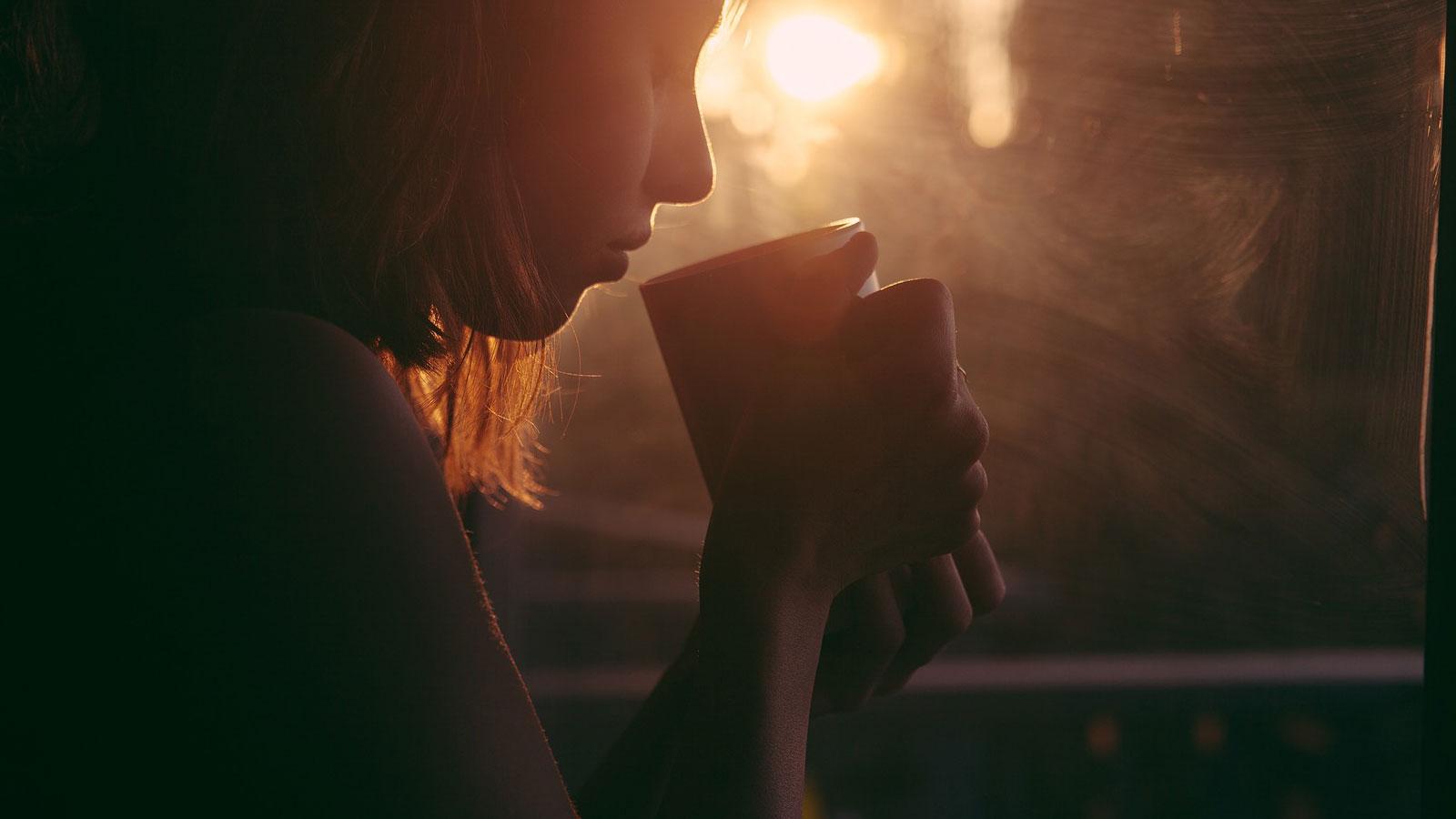 El café mañanero o el té de media tarde podrían beneficiar al hígado