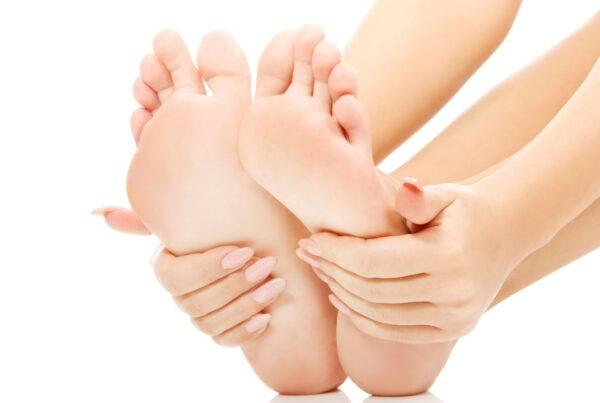 ¿Te duele la espalda? La causa podría estar en el arco del pie
