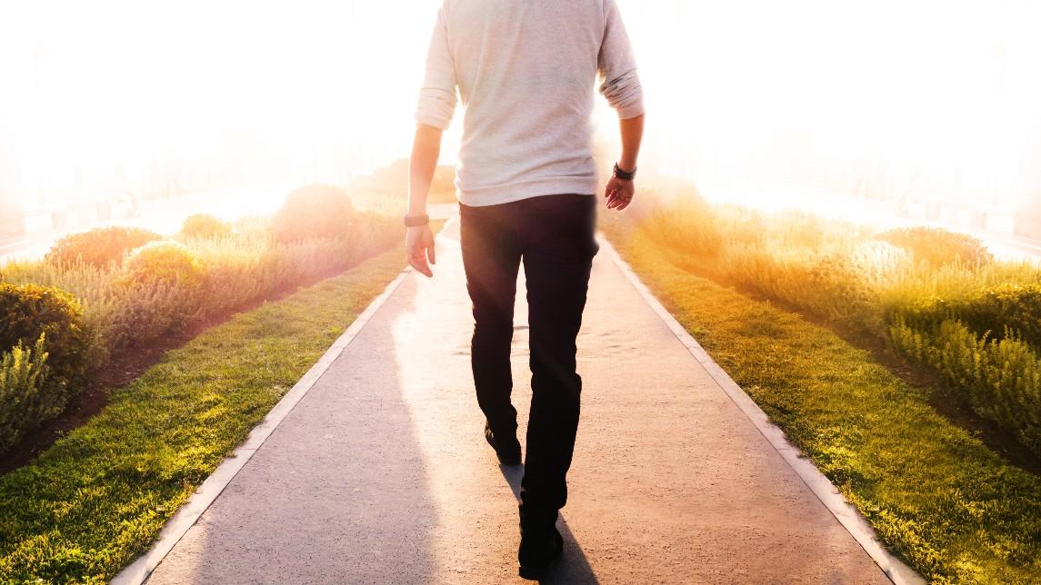 Caminar disminuye el riesgo de ACV en los hombres mayores