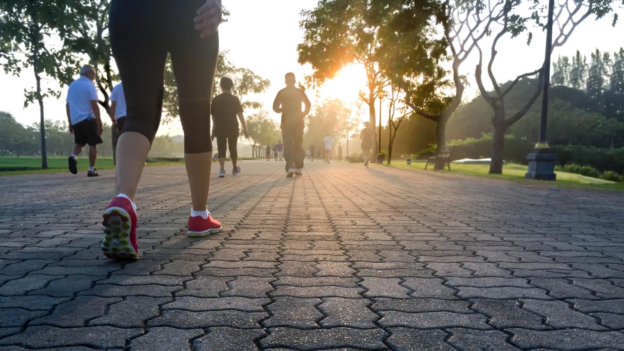 A la hora de caminar, unos pasos más pueden significar más años de vida