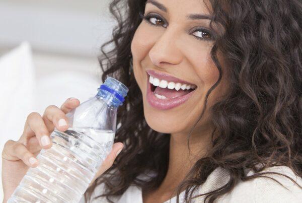 Agua con vitaminas: ¿te conviene o no?