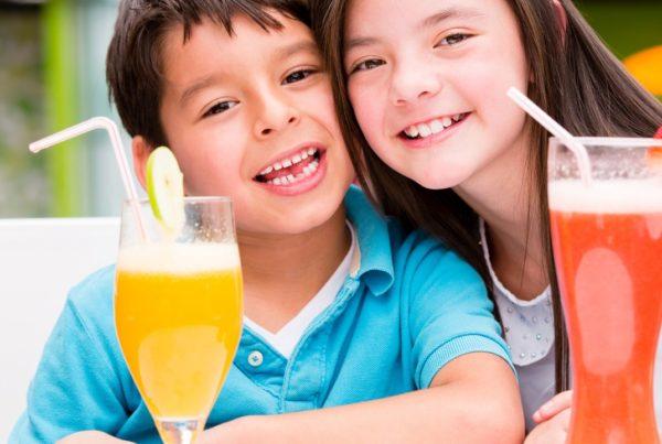 Protege los dientes de tus hijos de las bebidas ácidas