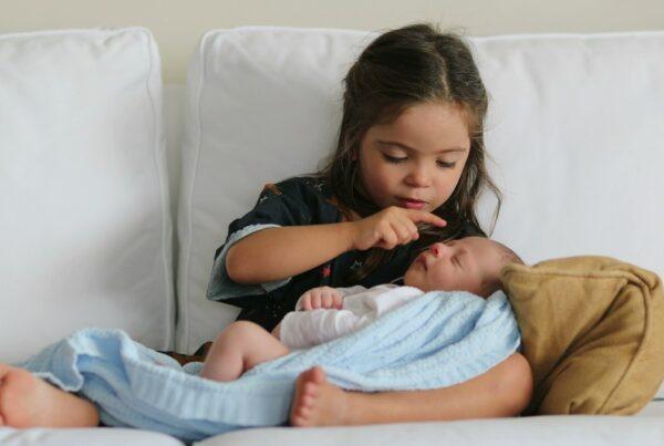 Cómo preparar a tu hijo(a) para la llegada de un nuevo bebé