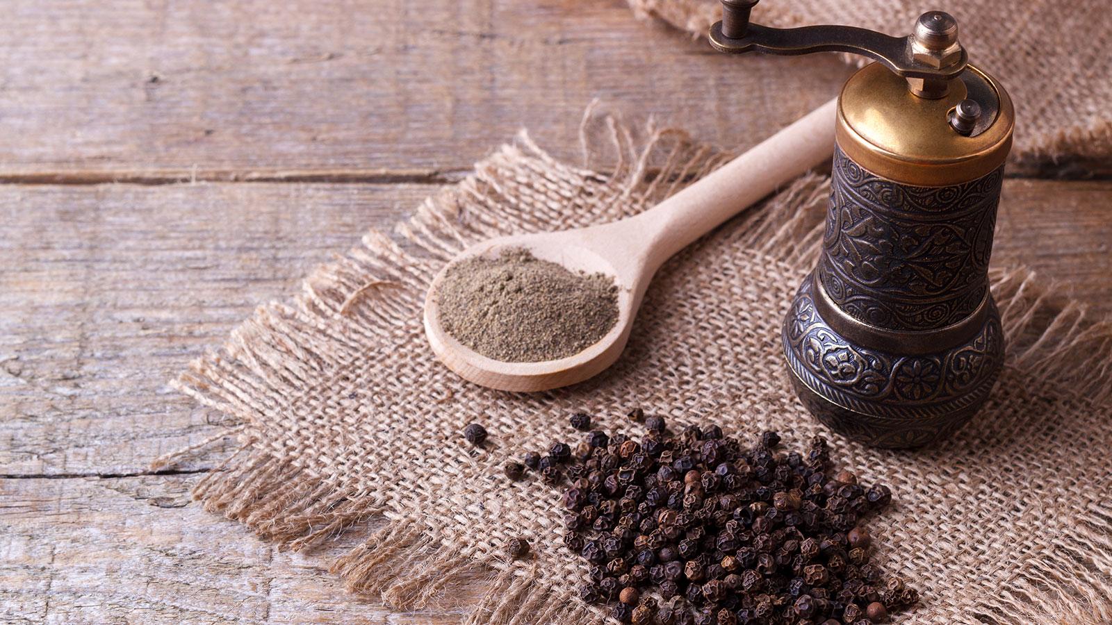 La pimienta negra: ¿un aliado natural contra el colesterol y el sobrepeso?