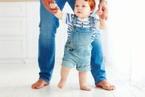 ¿Qué puedes hacer cuando tu niño camina en las puntas de los pies?
