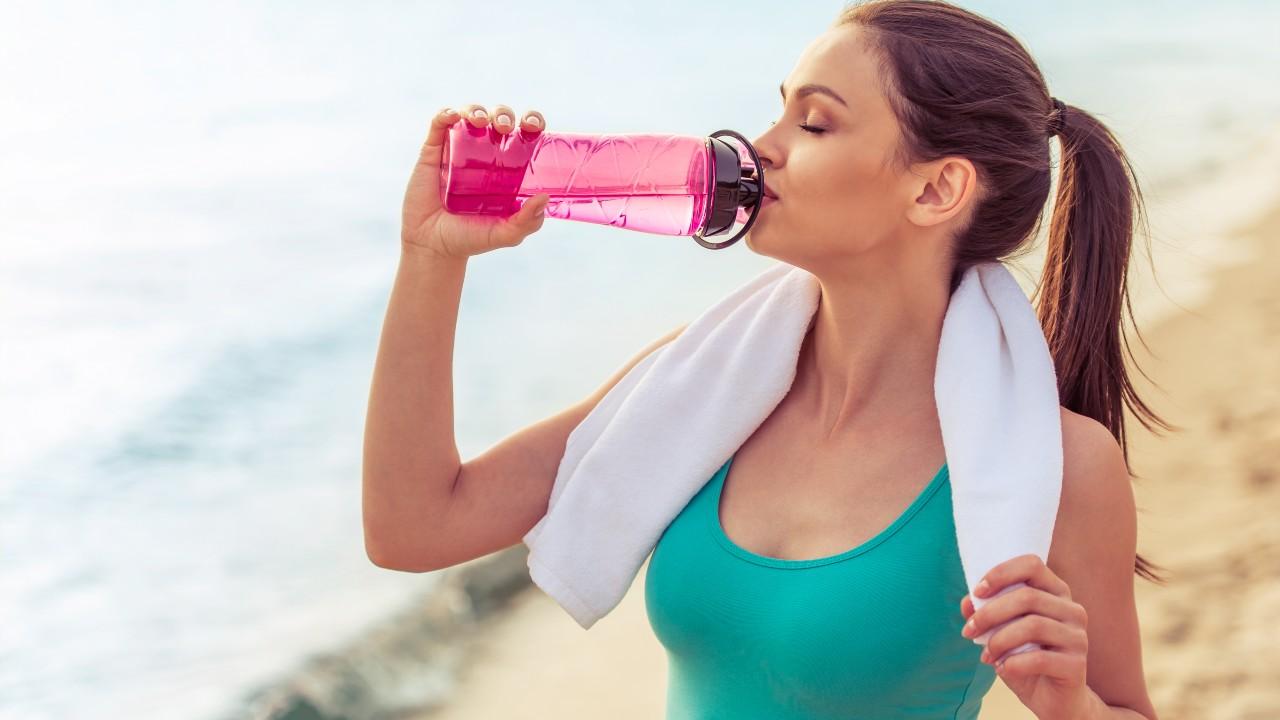 Durante el ejercicio: ¿agua o bebidas deportivas?