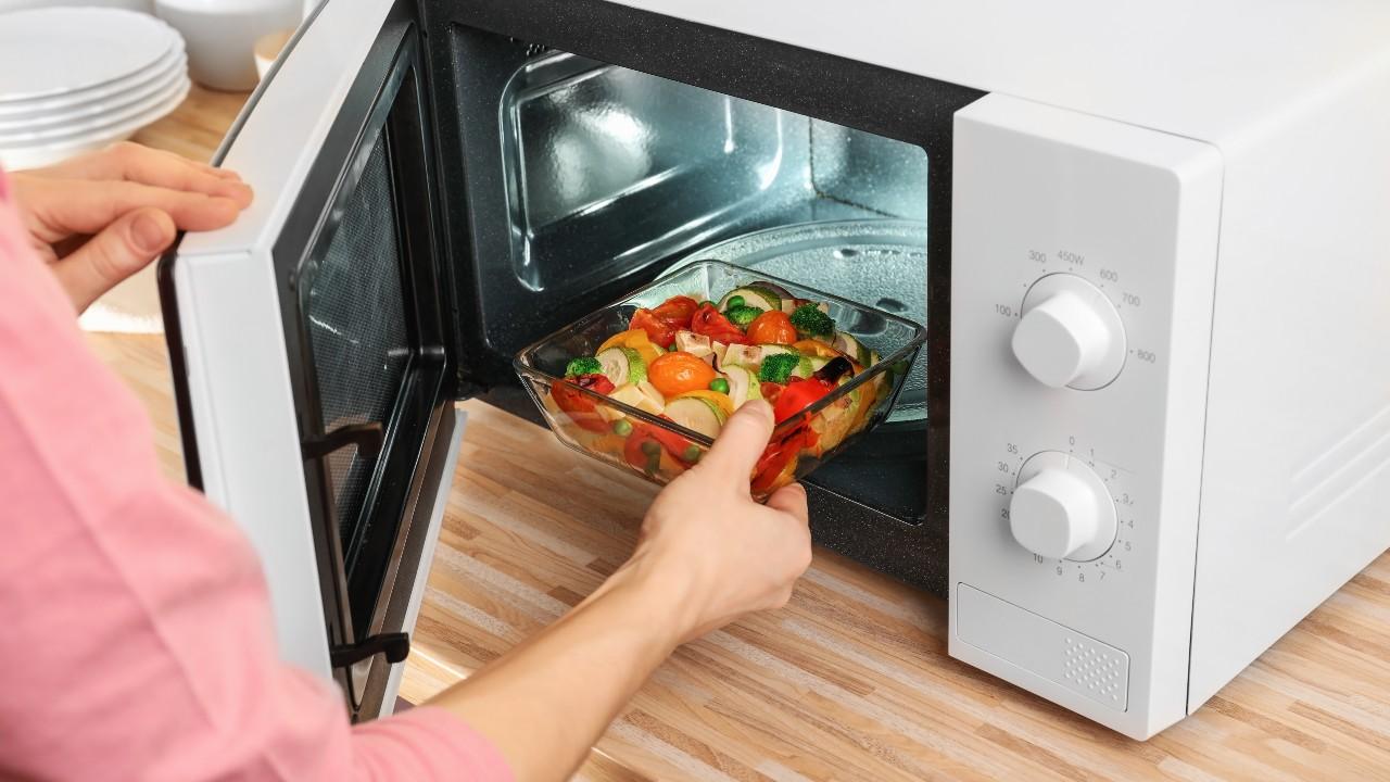 ¿Es seguro cocinar en el horno de microondas?