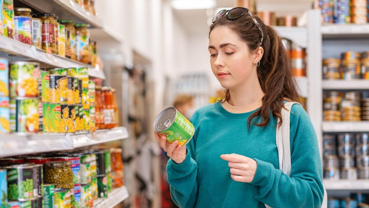 8 tips para distinguir entre alimentos más y menos saludables