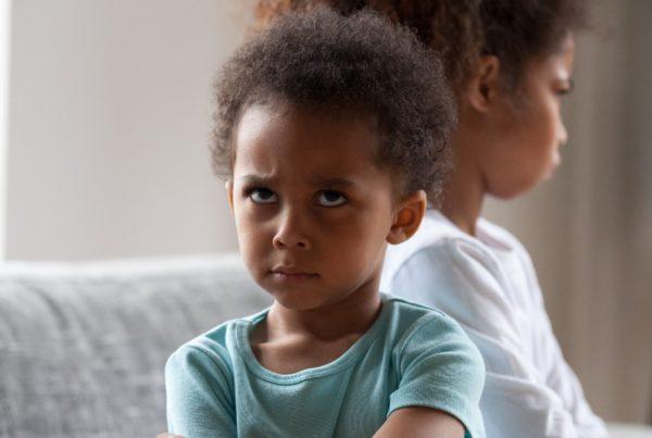 El acoso entre hermanos afecta la salud mental
