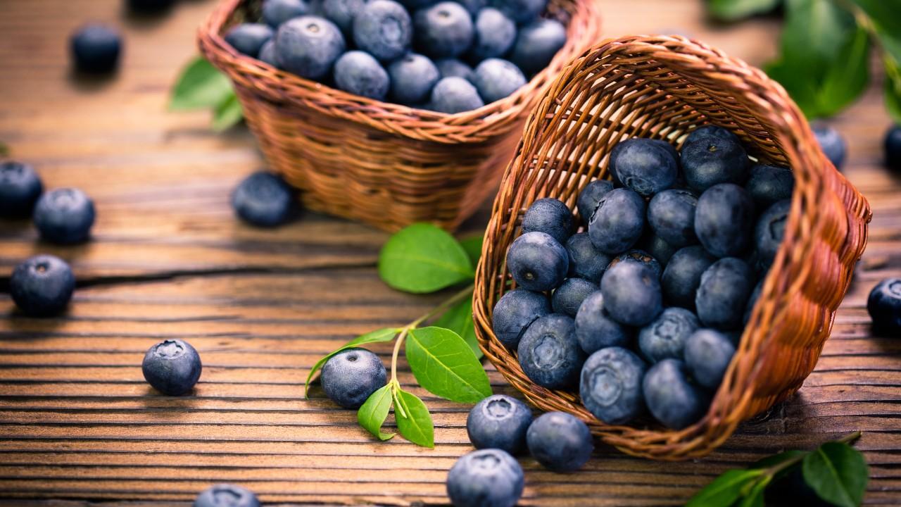 fruta entera y fresca