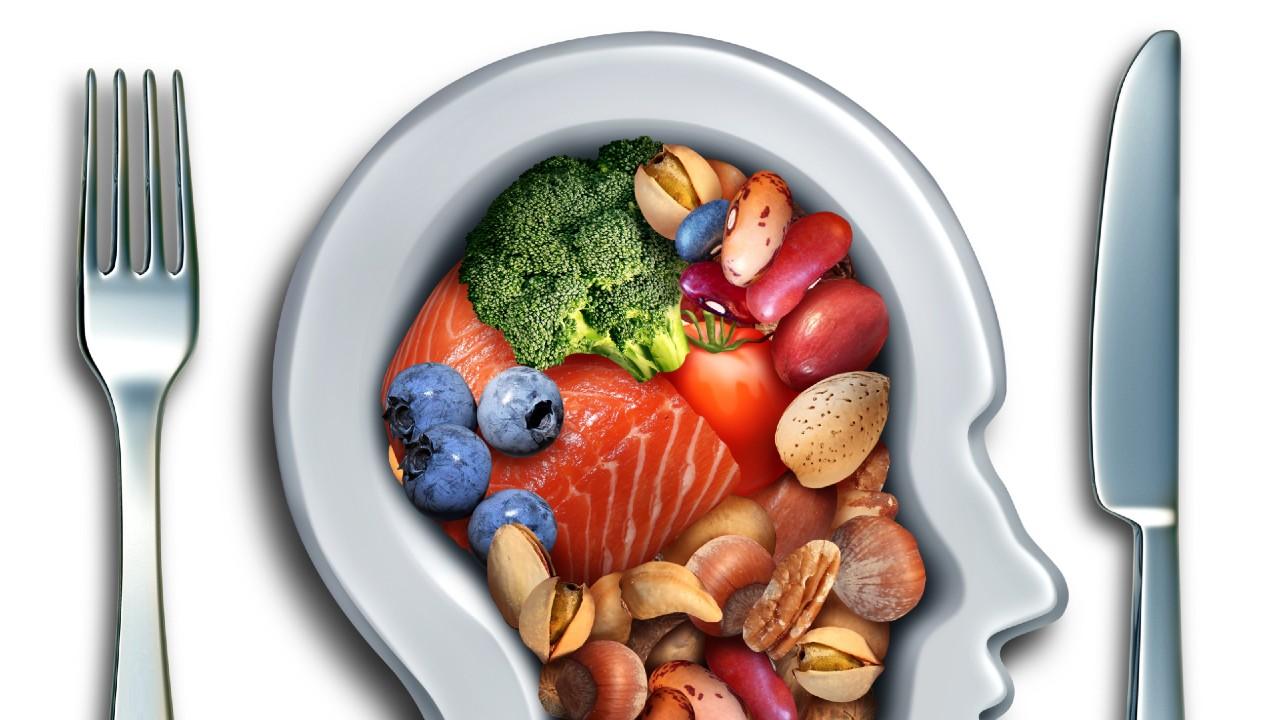 ¿Pueden ciertos alimentos dañar la salud mental?