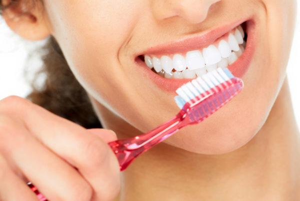 cepillar los dientes