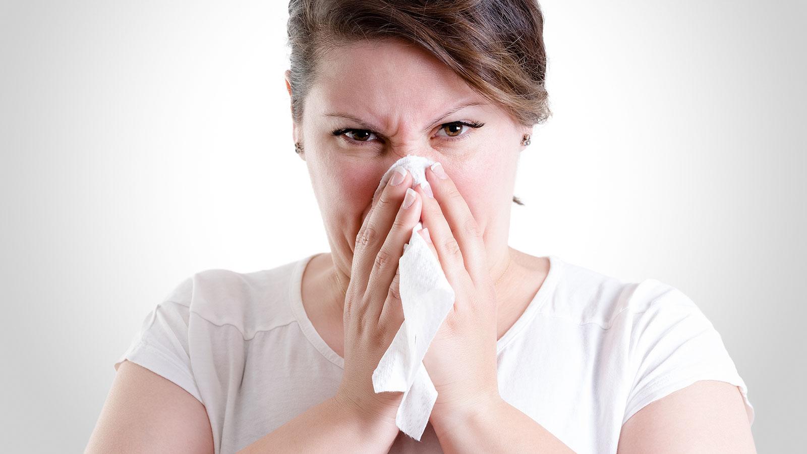 ¿Cuál es la mejor forma de sonarse la nariz?