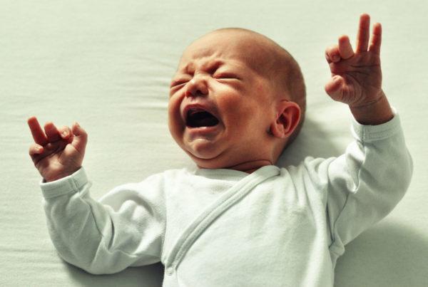 bebé-llorando con diarrea