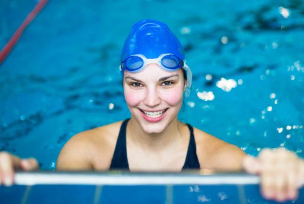 mujer lista para nadar