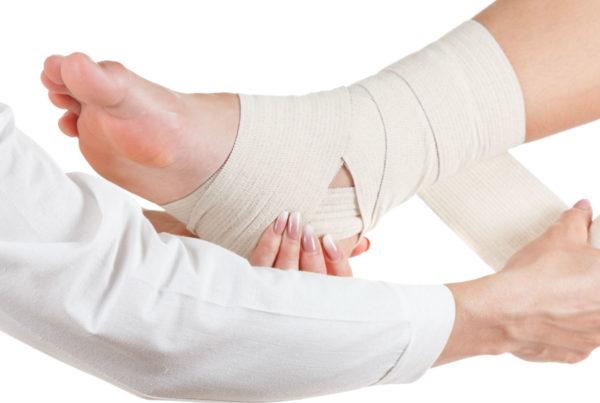 vendando pie con heridas