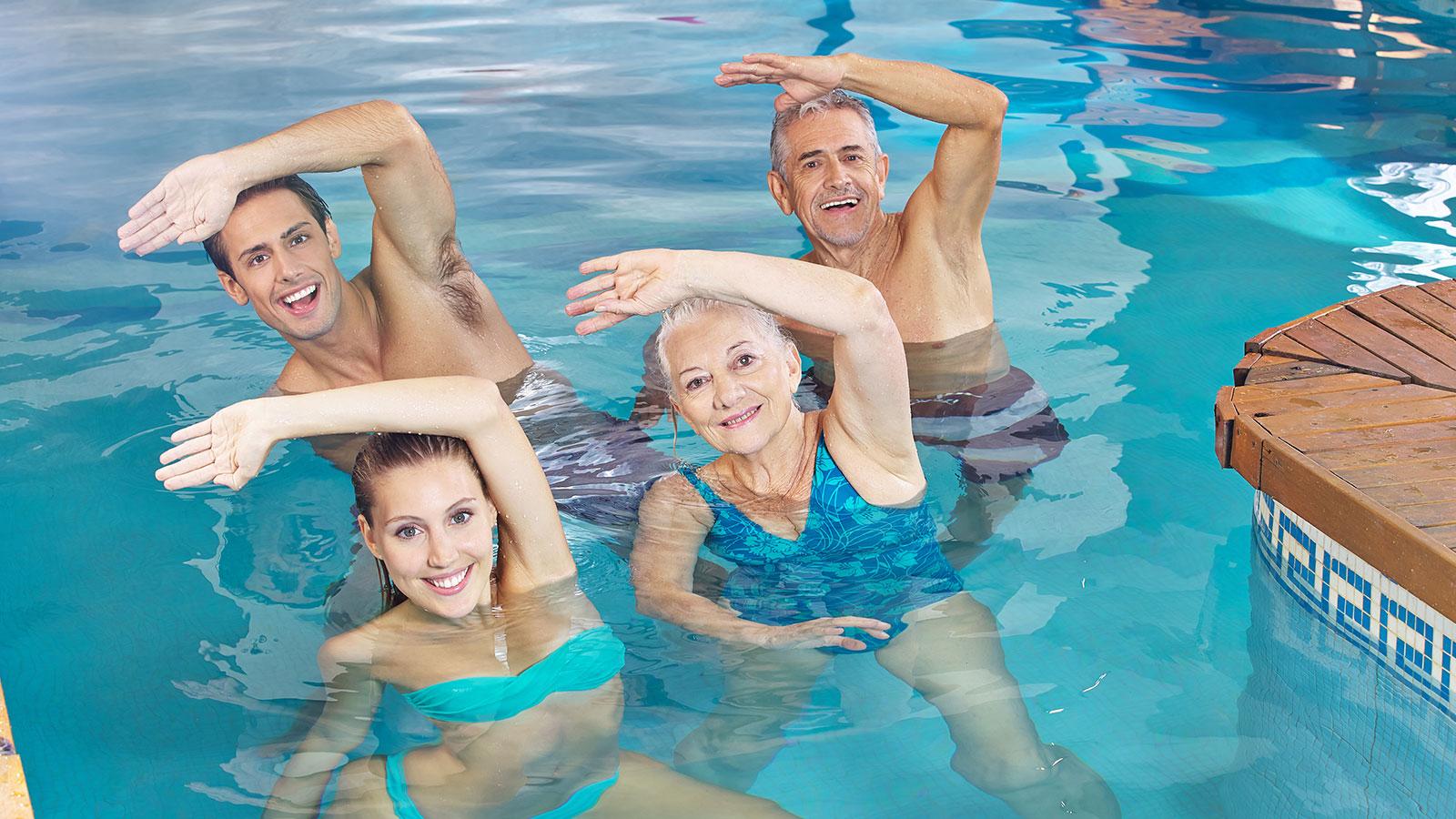 El ejercicio en el agua aumenta la fuerza muscular y reduce las caídas