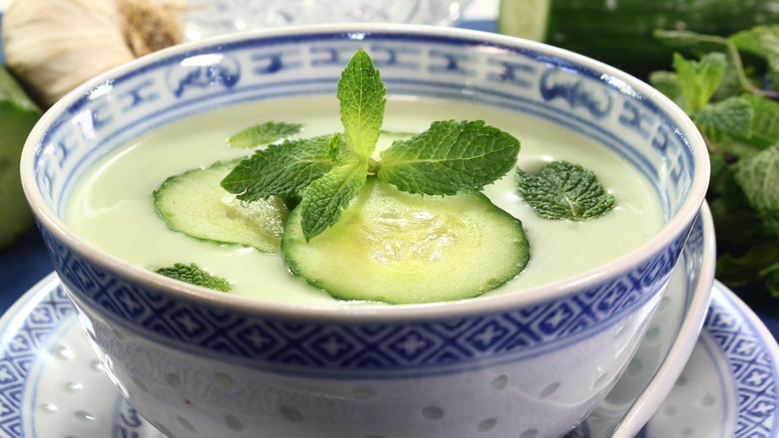 Sopa fría de pepino y aguacate – receta saludable