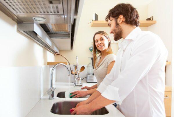 Para que tu pareja lave los platos, ¡usa zapatos de tacón!