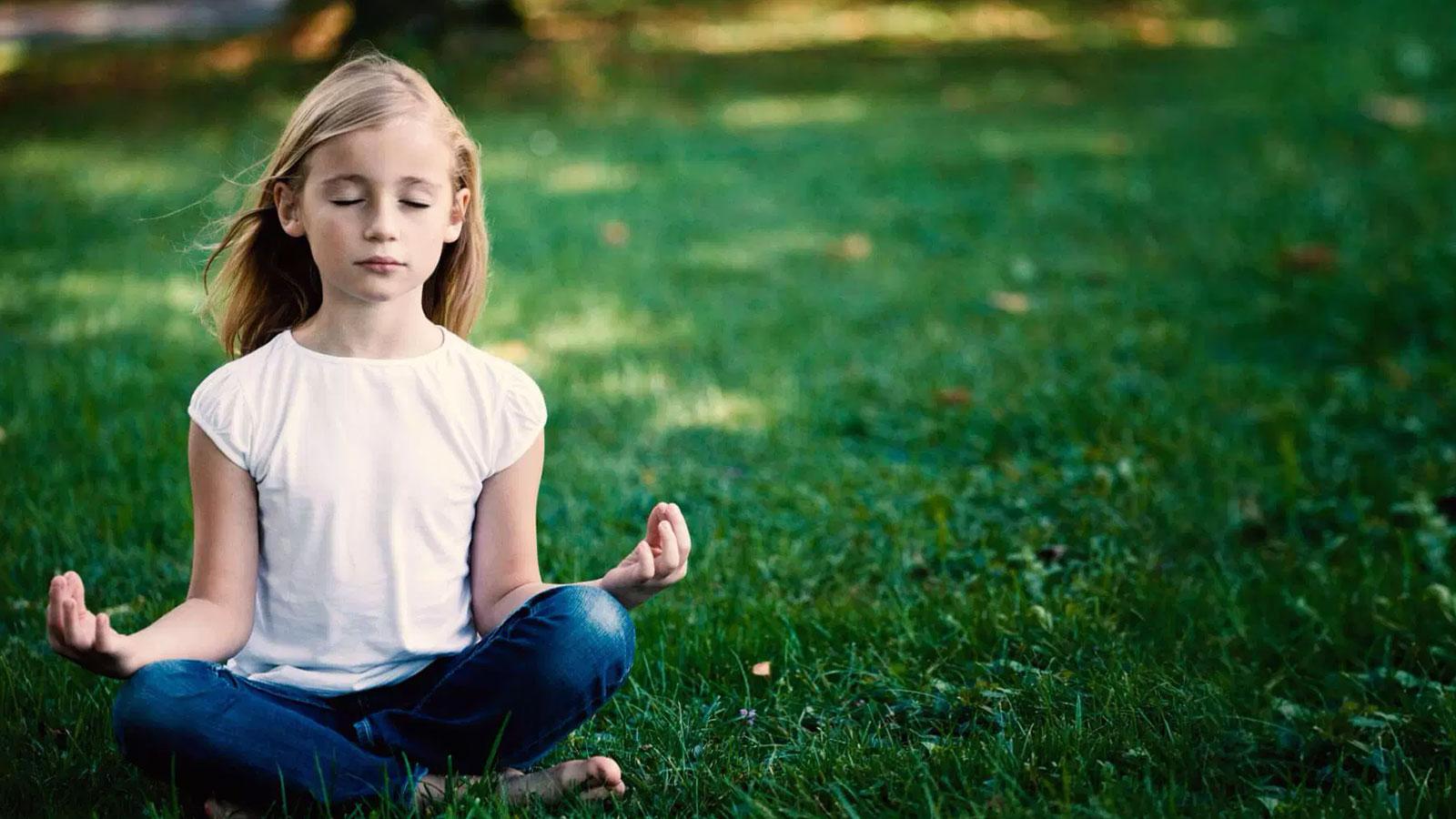 La meditación puede ayudarte a mejorar tu rendimiento en el colegio