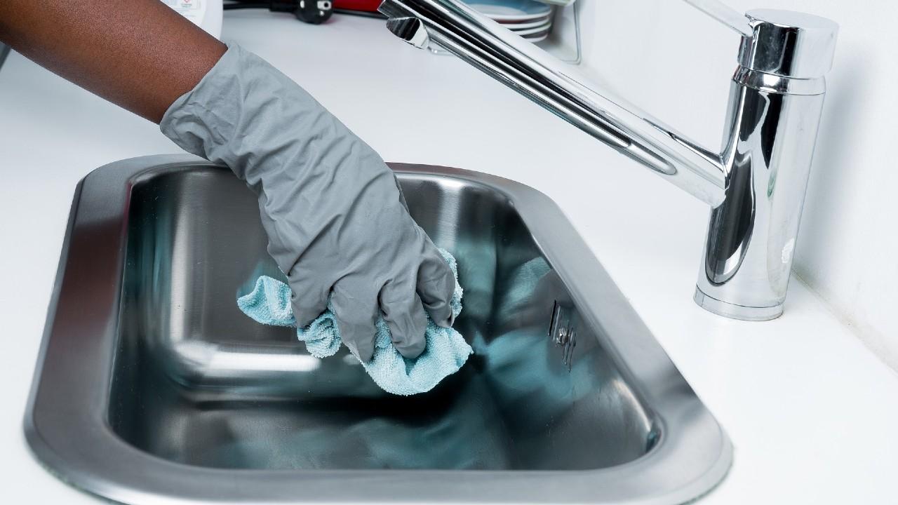 Jóvenes y la limpieza del hogar