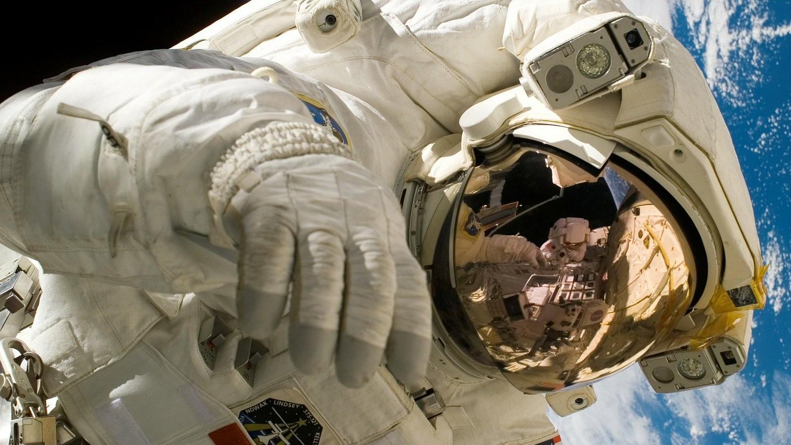 Un astronauta y sus consejos de aislamiento
