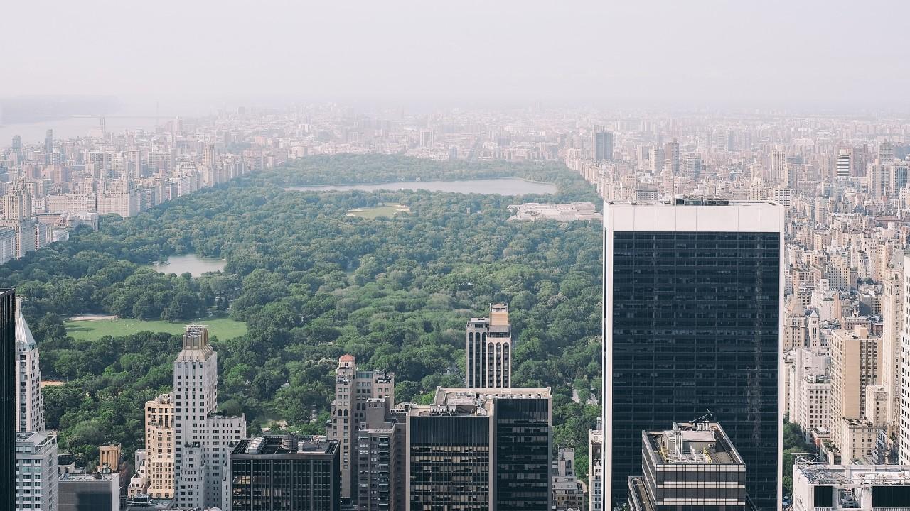 Cifras disminuyen en NY pero la alarma mundial continúa