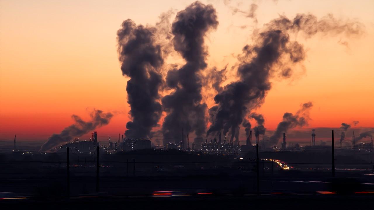 Contaminación afecta tasas de mortalidad por covid 19