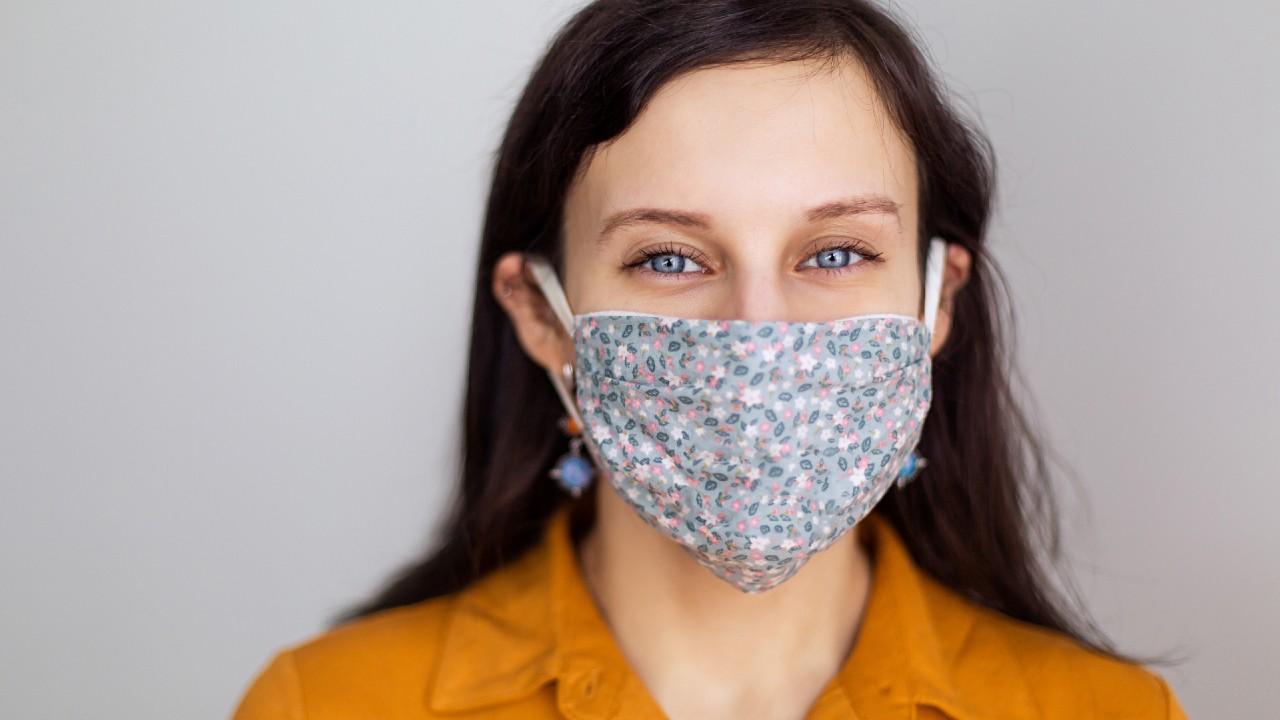 Máscaras faciales para contribuir y lucir