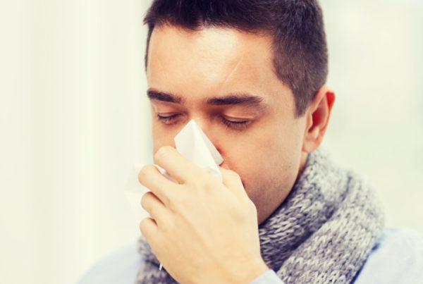 Cómo diferenciar el COVID-19 de la Gripe