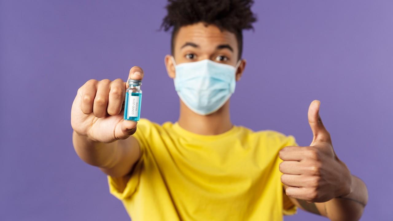 Recomendaciones de los CDC para personas vacunadas de COVID-19 en EE. UU.
