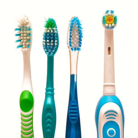 Cepillo de dientes: ¿es mejor el eléctrico o el manual?