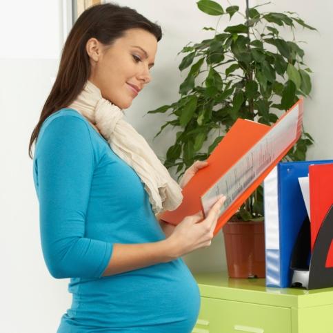 Estás embarazada y tienes que trabajar: 9 tips para cuidarte