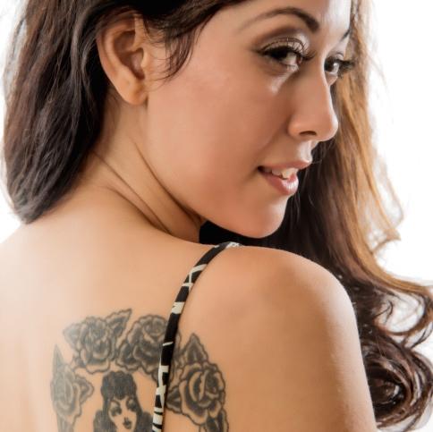 Tatuaje-en-espalda-de-mujer