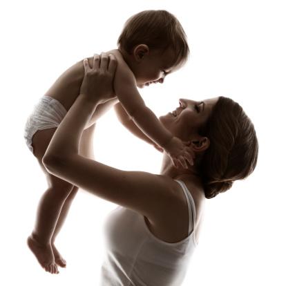 Desarrollo físico del bebé hasta los tres años