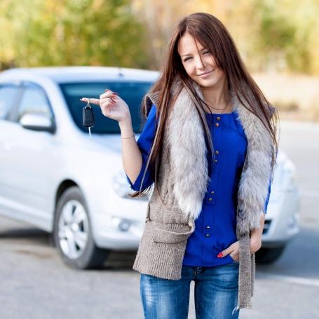 Comprar un automóvil viejo porque es barato, podría costarles la vida a los jóvenes