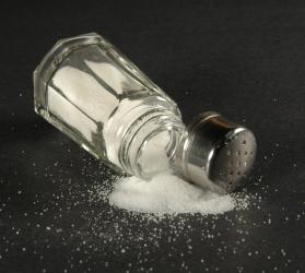 No añadas sal: para la mayoría de gente sería provechoso ingerir menos sodio